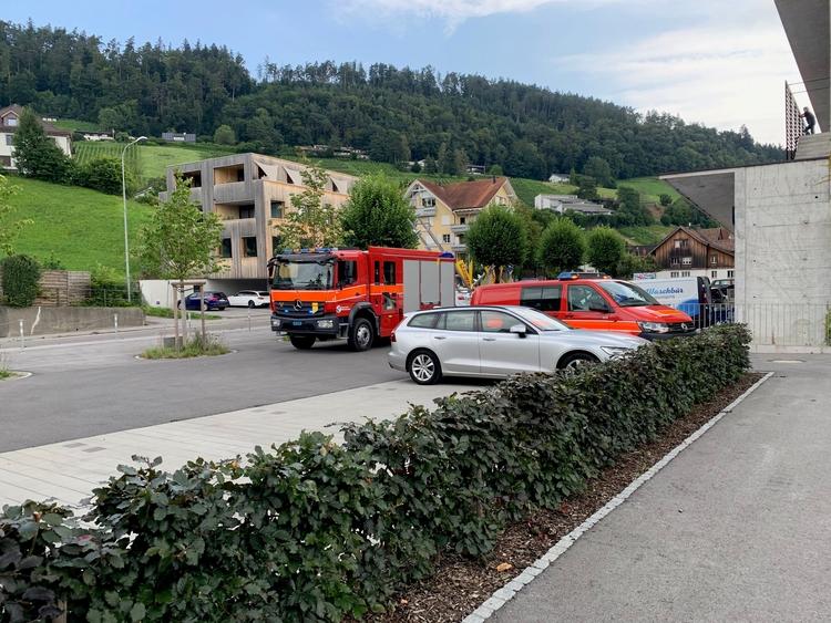 Fahrzeuge vor Ort