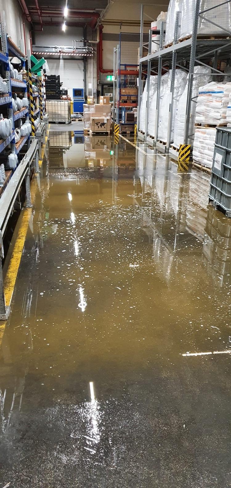 Wasser im Industriegebäude